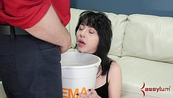 girl drink pee bdsm