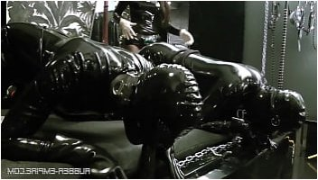 strapon latex pissing