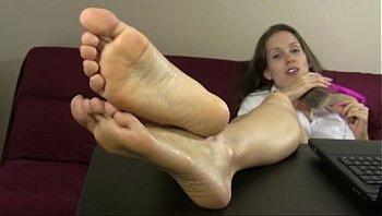 selena feet joi